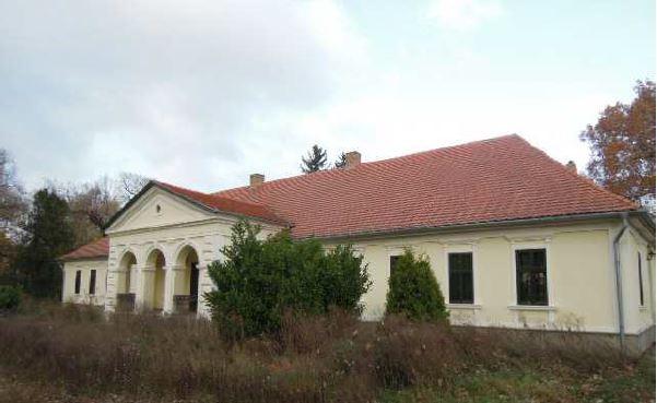 Kastély épület